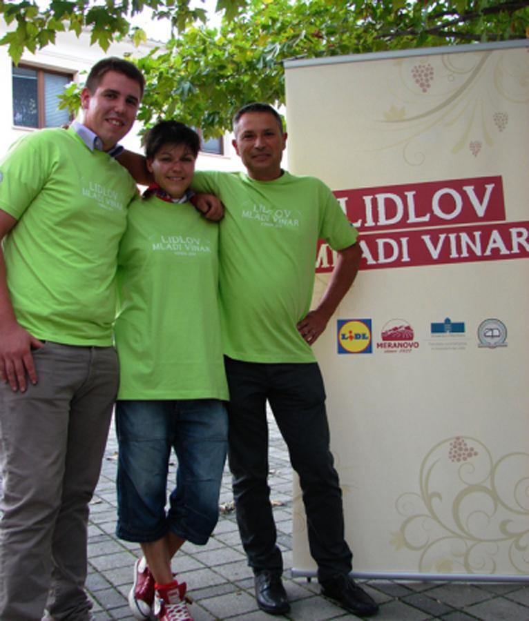 Trije študenti vipavske Visoke šole za vinogradništvo in vinarstvo Univerze v Novi Gorici je v natečaju sodelovalo raziskovalno.