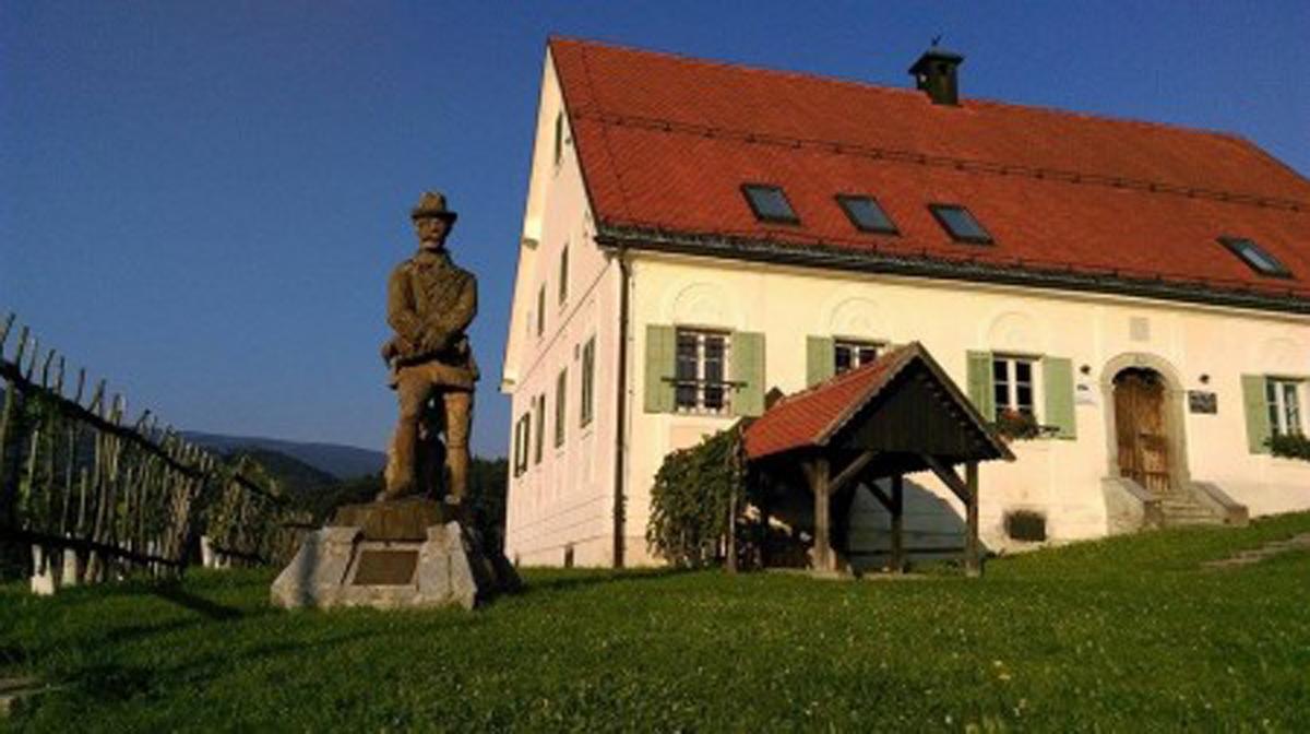 Kip Nadvojvode Janeza in njegova hiša