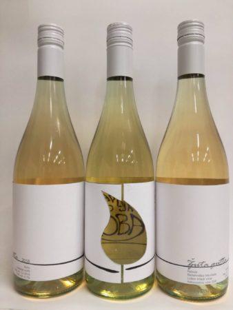 Končni izgled polnih steklenic vina Žuta gutta.
